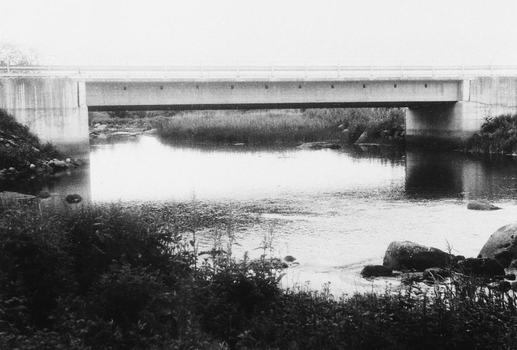 Brua over Hå-elva mellom Garpestad og Høyland.