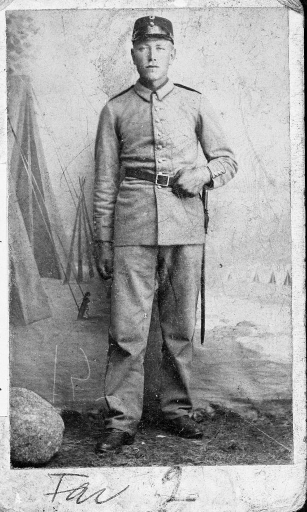 Johan O. Ree (1877 - 1960) i militæruniform.