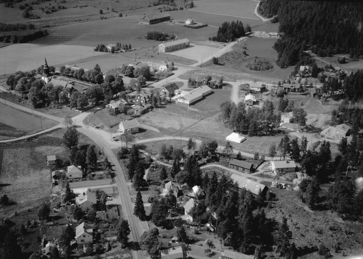Flygfoto över Lekeryd i Jönköpings kommun. Nr 1053/1961