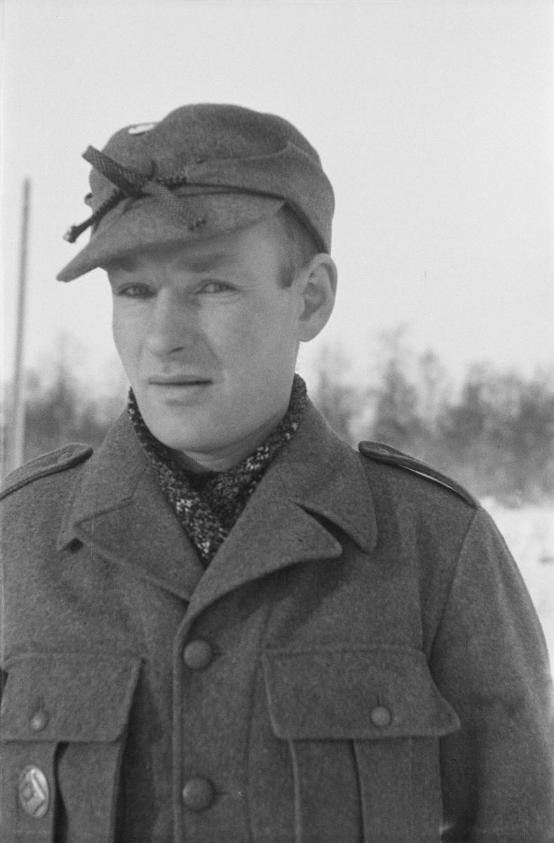 Porträttfoto av Risto Viljo, finsk frivillig under finska vinterkriget. Bild från F 19, Svenska frivilligkåren i Finland, 1940.