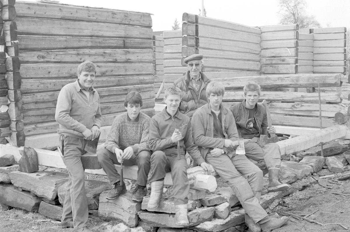 Attreising av Røn gamle skule i 1989.