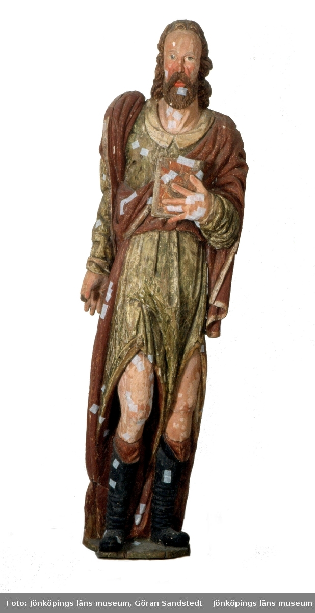 Träskulptur föreställande aposteln Mattias i Brahekyrkan på Visingsö, Jönköpings kommun.