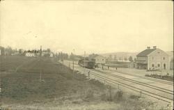 Vykort med motiv över järnvägsstationen och posthuset i Sund