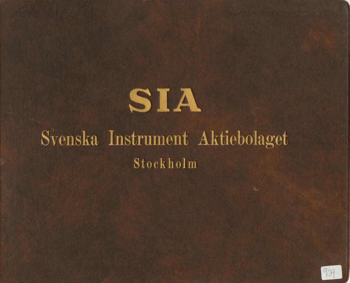 Fotoalbum innehållande bilder på instrument tillverkad av Svenska Instrument Aktiebolaget (SIA).
