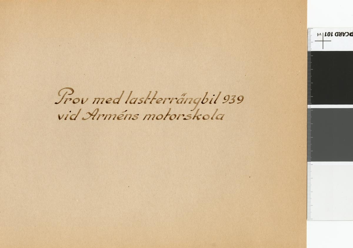 Fotoalbum innehållande bilder från Arméns motorskolas prov med lastterrängbil 939 i Sveg och Strängnäs 1962.