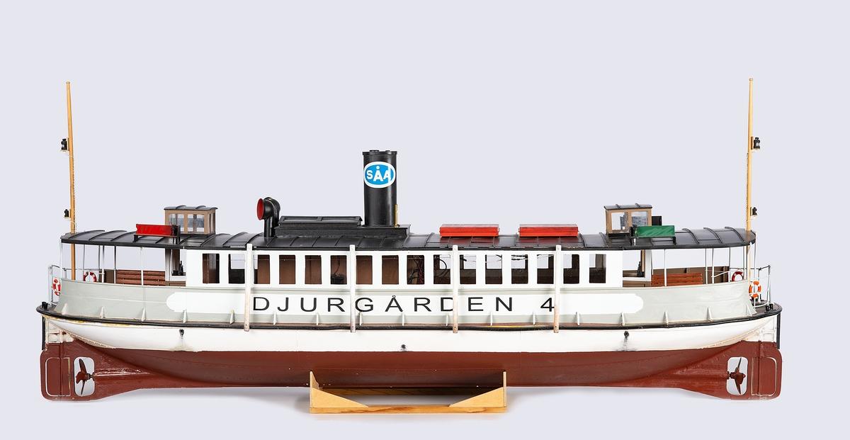 Modell av passagerarångfartyget Djurgården 4 byggd 1897. Radiostyrd och detaljrik.