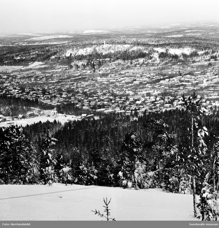 Vintervyer från Södra stadsberget mot staden och fjärden.