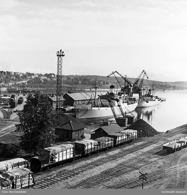 Underhållsarbete på fartyget Berkel i Sundsvalls hamn.