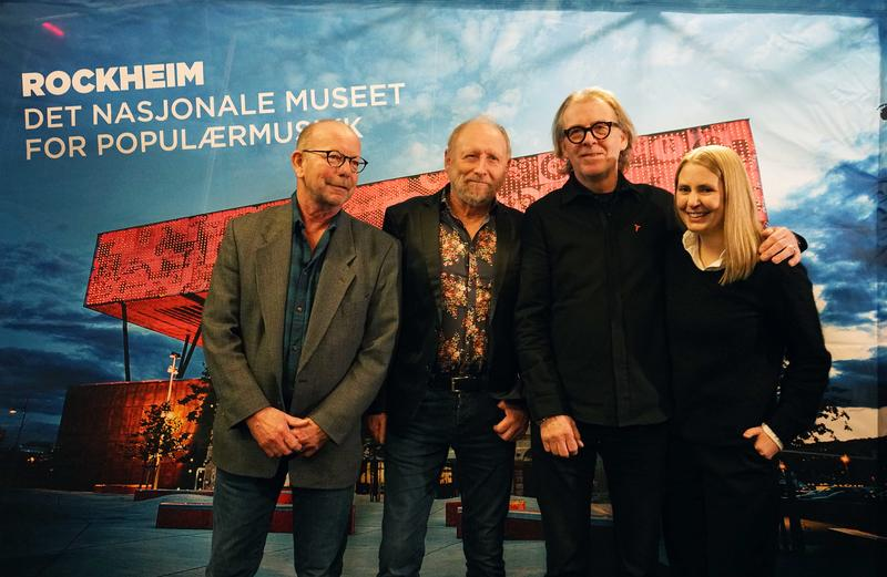 Jonas Fjeld, Halvdan Sivertsen, Jan Ole Otnæs (fra Radka Toneffs minnefond) og programleder Silje Nordnes. (Foto/Photo)