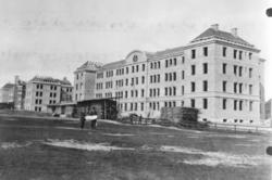 I 8 kaserner under byggnad 1909-1911