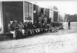 Rast vid mellersta lägerhyddan på södra fältet omkring 1915