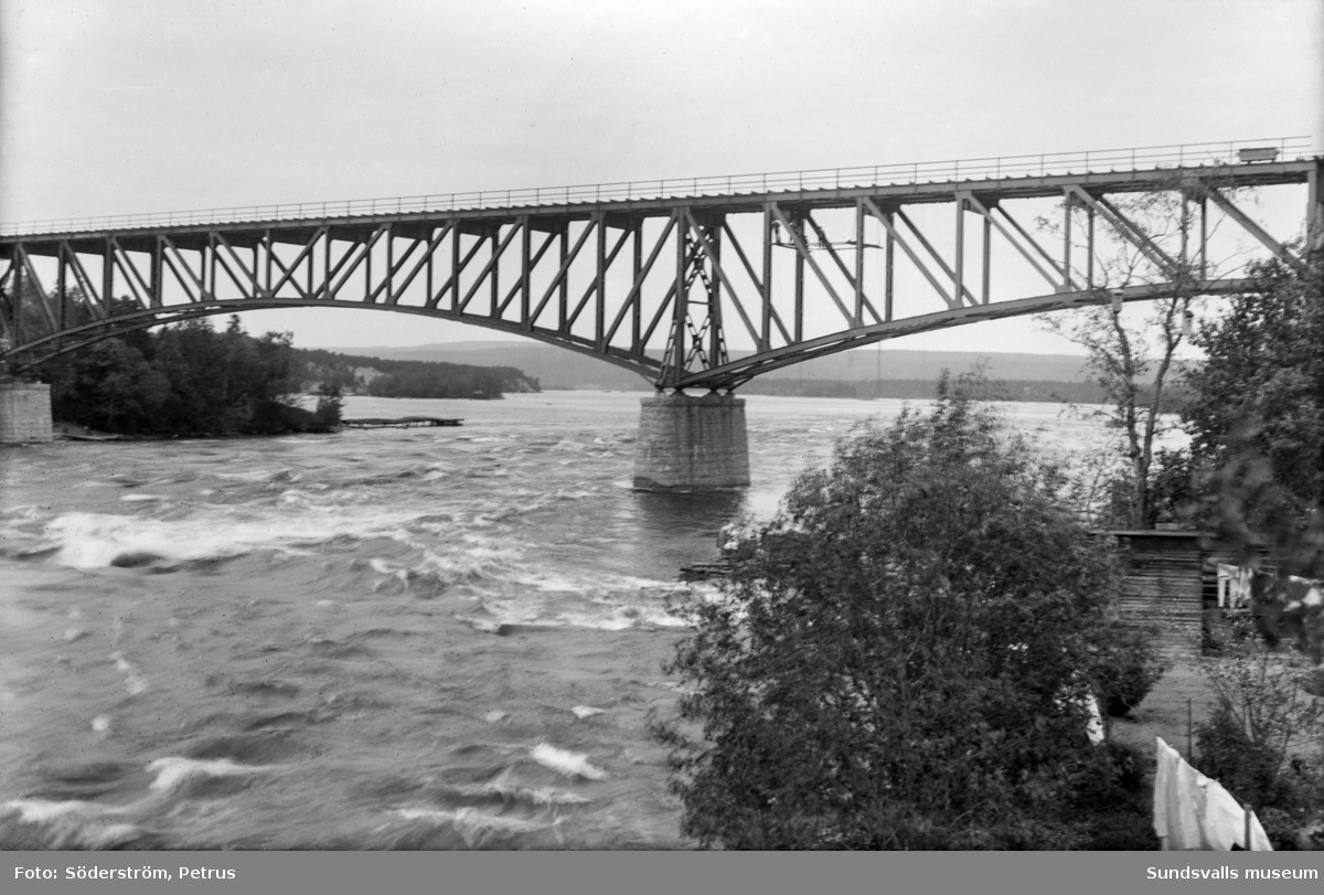 Järnvägsbron över Indalsälven, vid Bergeforsen.