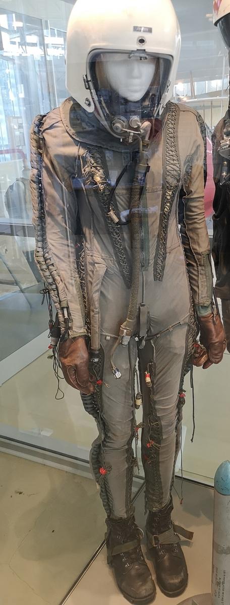 Flightsuit montert på modelldukke.