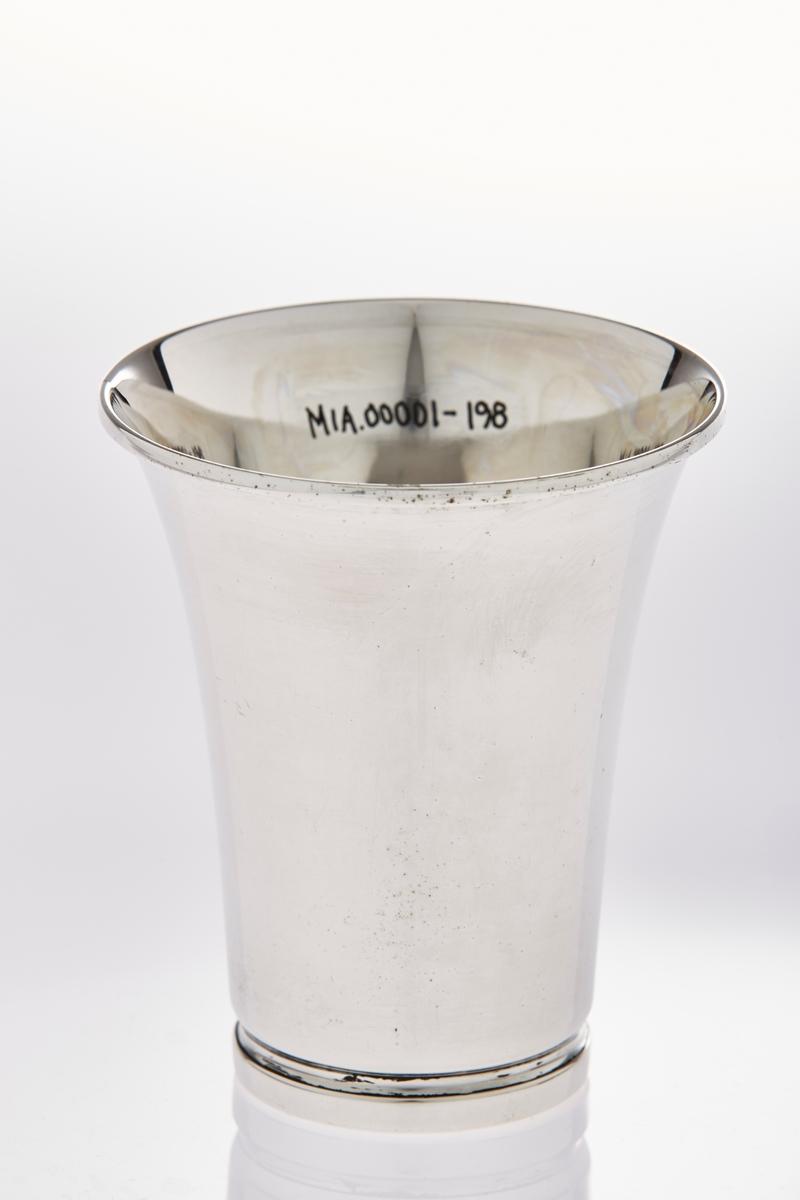 Pokal i sølvplett, med inskripsjon