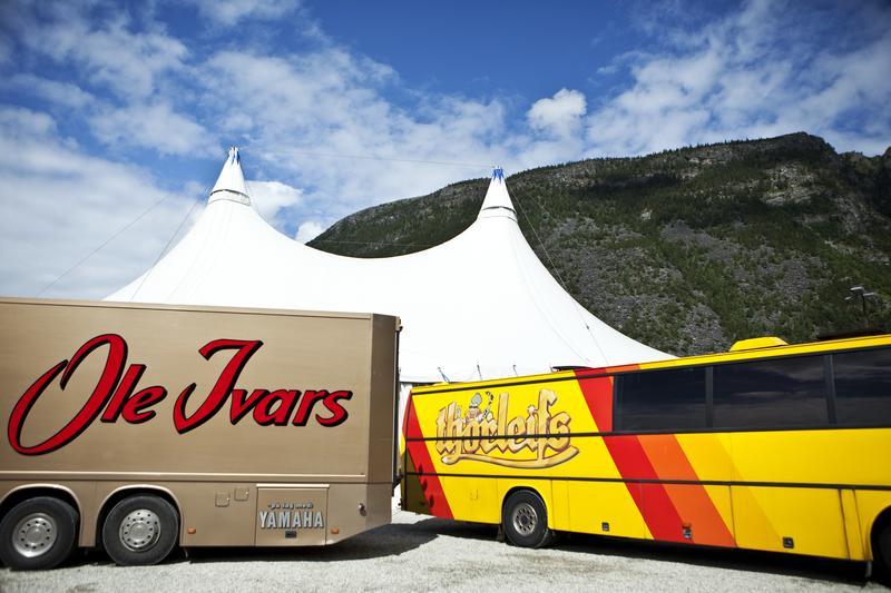 Danseband tour buses, Sel 2009 (Foto/Photo)