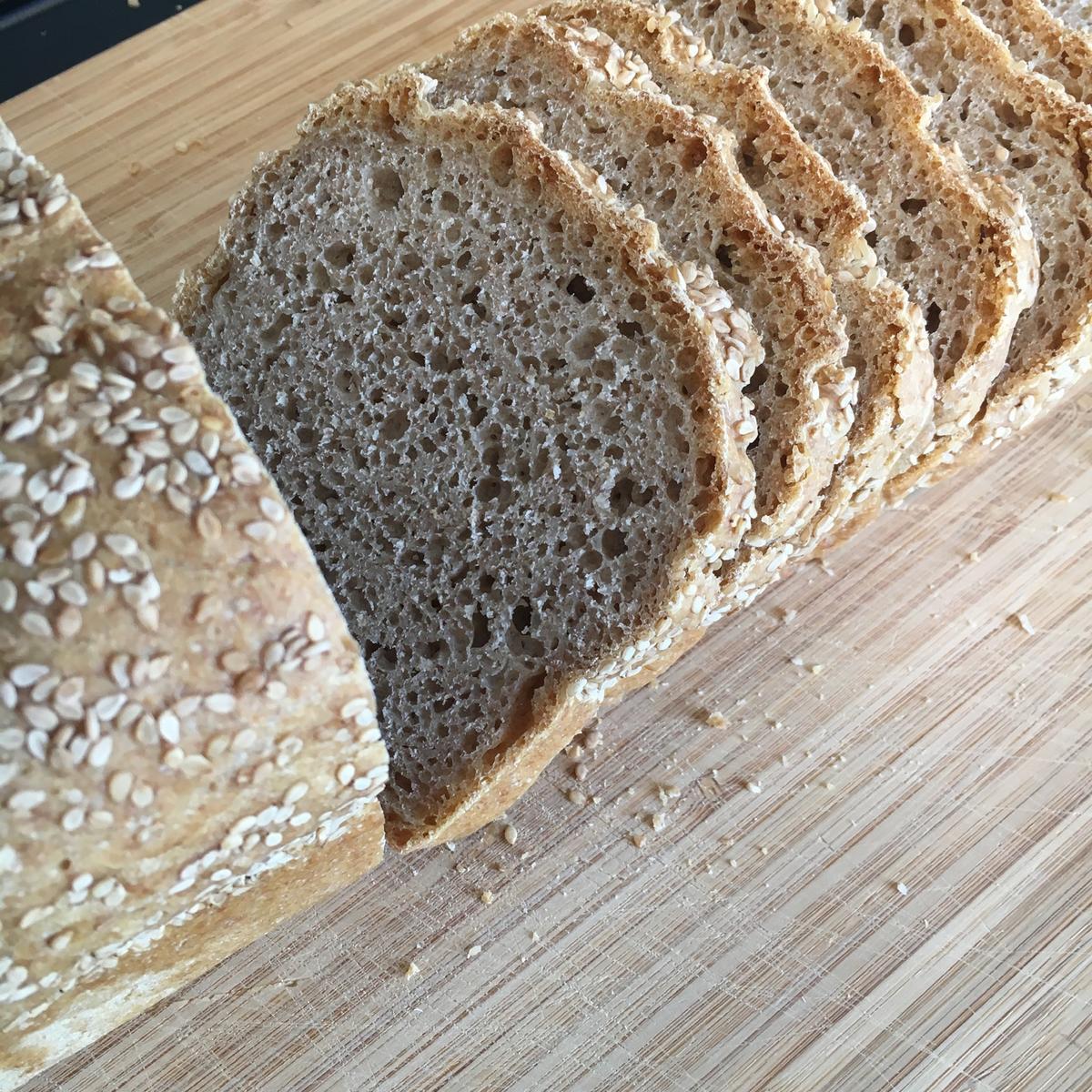 Nybakt brød med...? (Foto/Photo)