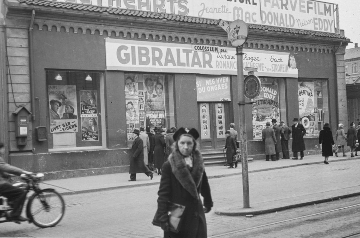 """Kinoplakater for den franske filmen """"Gibraltar"""" i Oslo"""