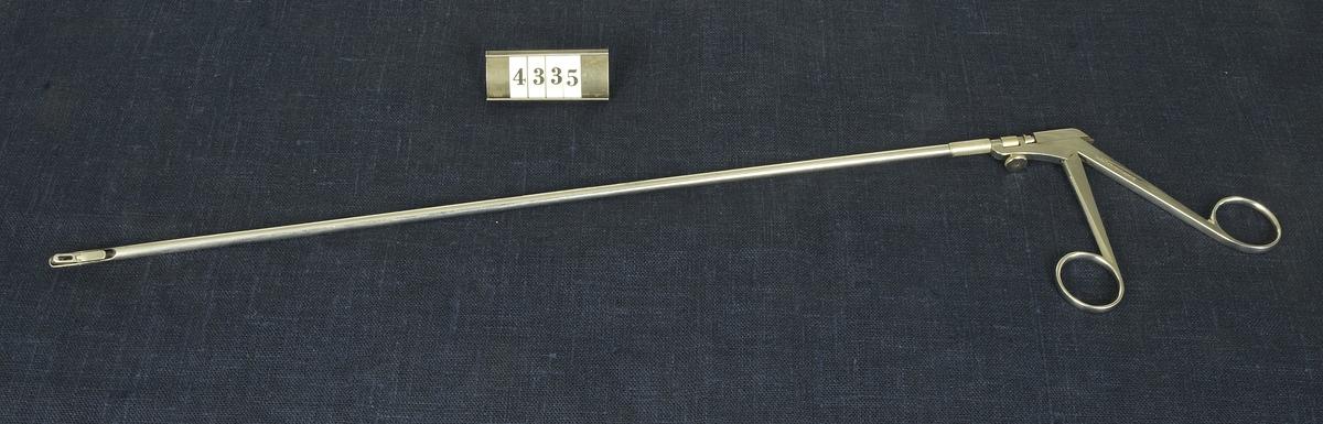 Kirurgiskt instrument, tång för invärtes cellprov, från 1900-talets första del. Har använts vid militära sjukhus.