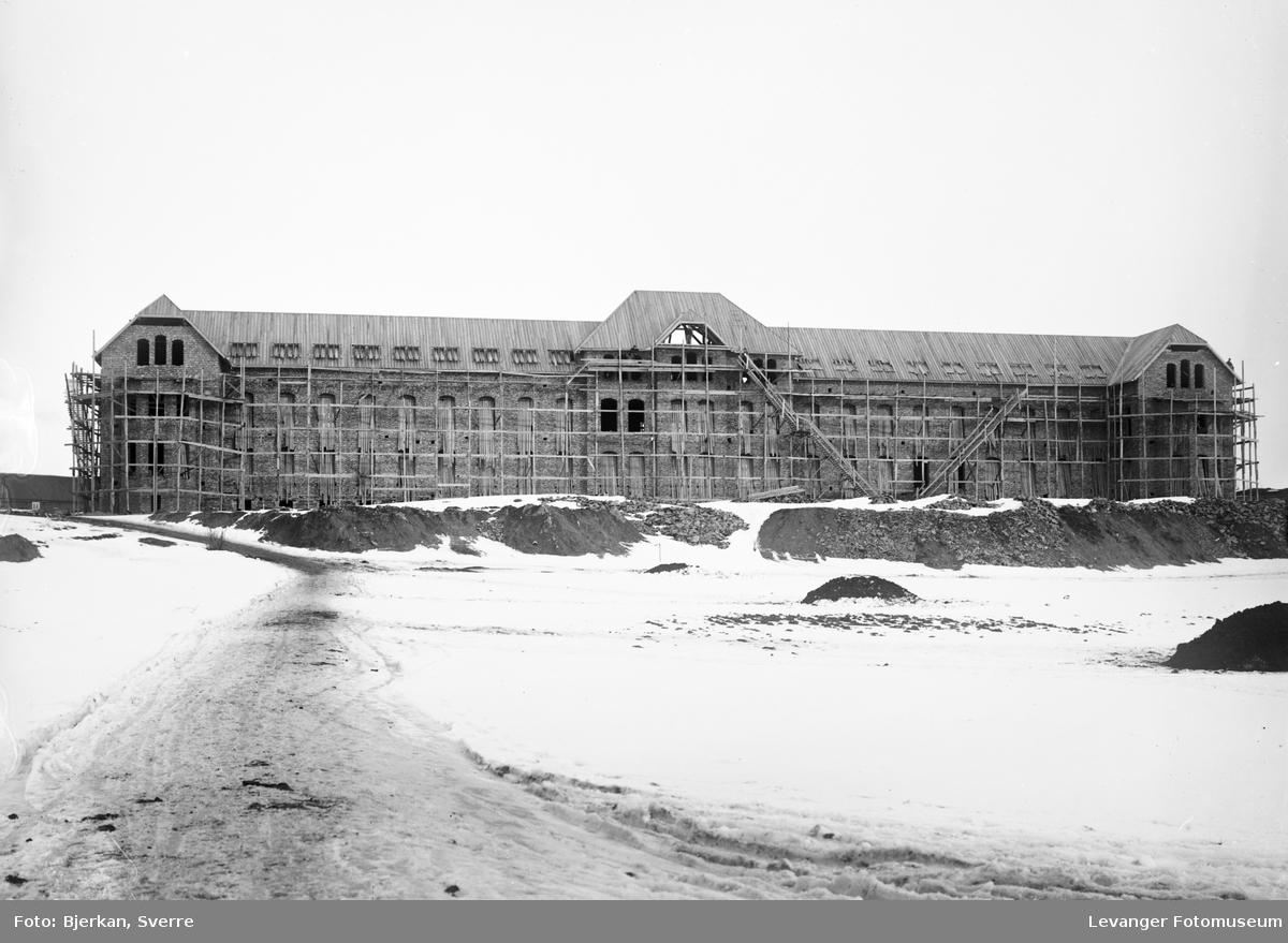 Røstad spesialskole under bygging