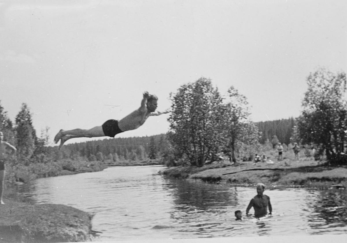 Bading i Djupsvingen ved Raufoss ca. 1938