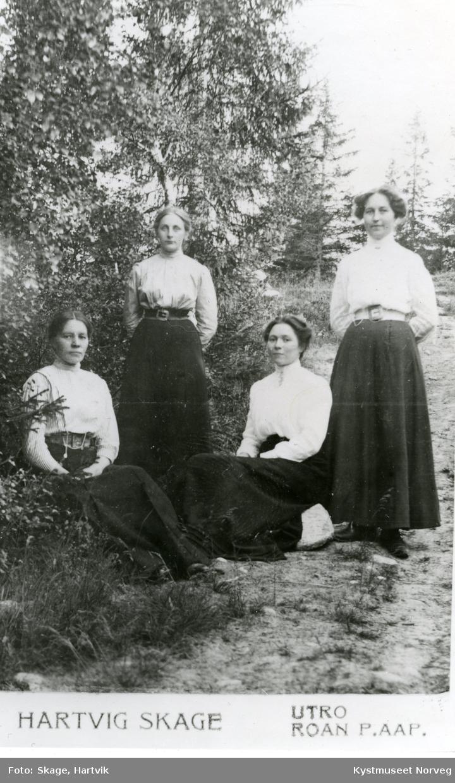 Fra venstre: Sofie Krogh, Reidun Krogh, Agnes Hagen Brækkan og ukjent