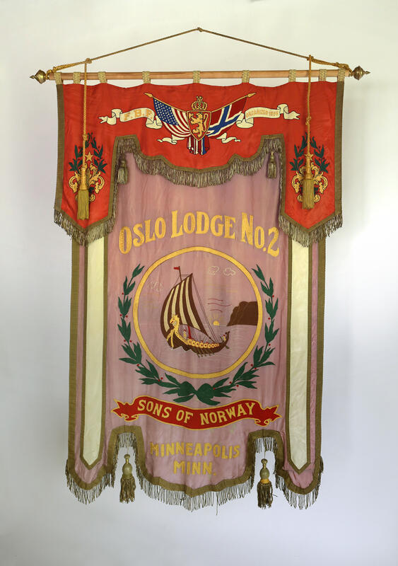 Fanen til Sons of Norway Oslo Lodge No. 2. (Foto/Photo)