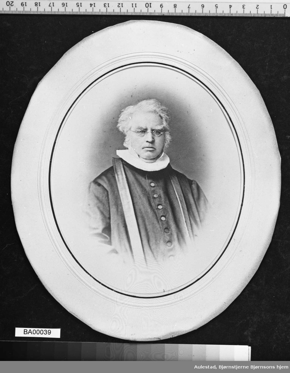 Peder Bjørnson, prest, far,