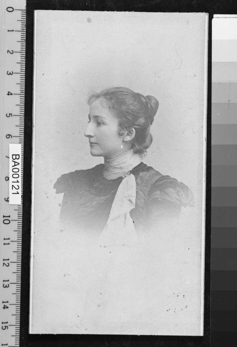 Elsbeth Langen, portrett