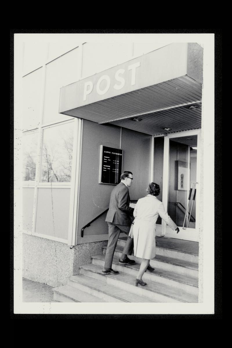 eksteriør, postkontor, 2800 Gjøvik, mann, kvinne