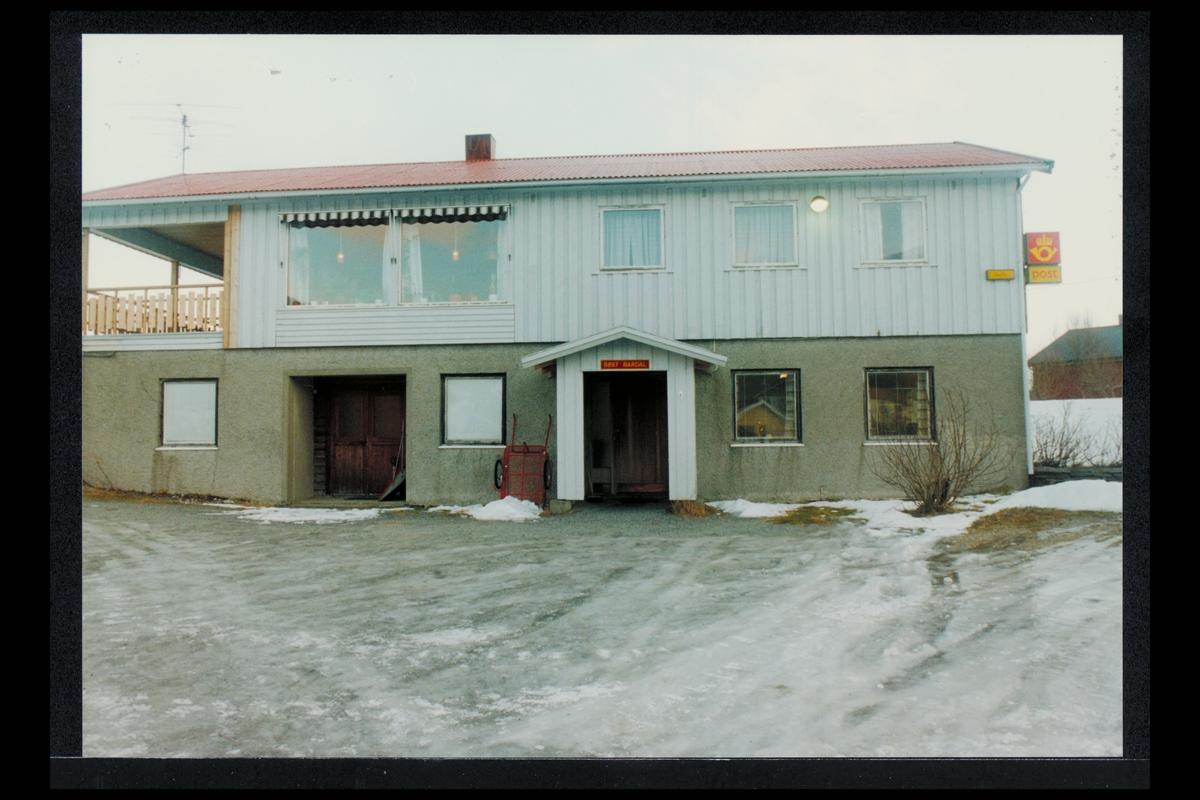 eksteriør, postkontor, 8897 Bardal, Sandnessjøen, postskilt