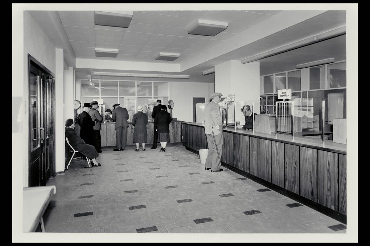 interiør, postkontor, Moløkken, publikumshall, ekspeditør, kunder