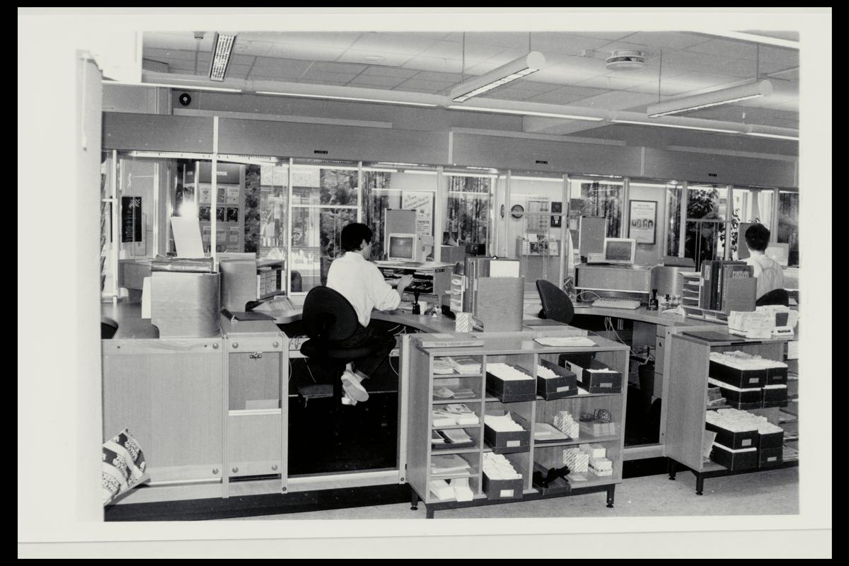 interiør, postkontor, 9800 Vadsø, ekspedisjon, ekspeditør, dataskjerm