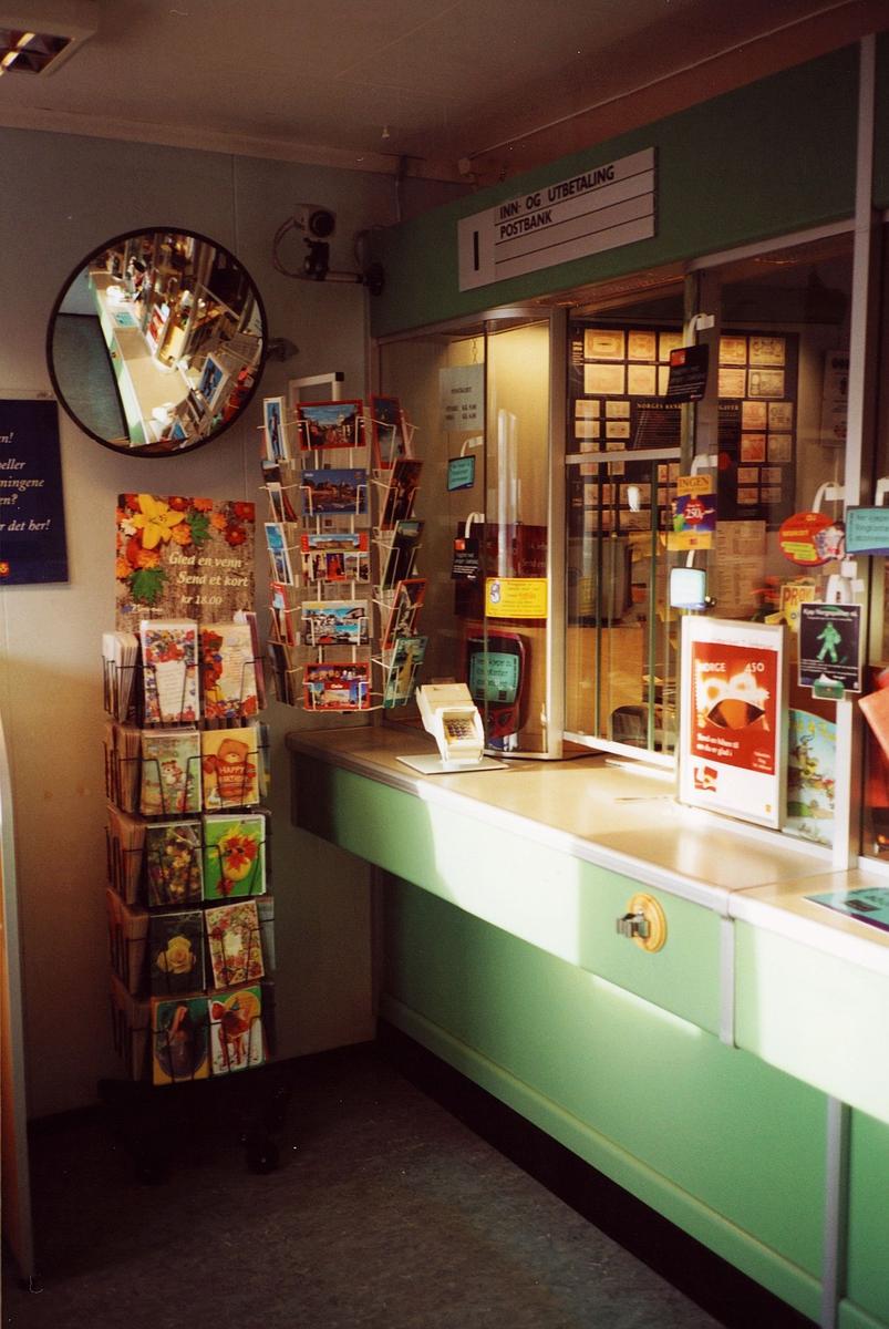 interiør, postkontor, 0137 Bekkelaget, skranke, publikumsrom, to kortstativ med kort, opplysningsskilt