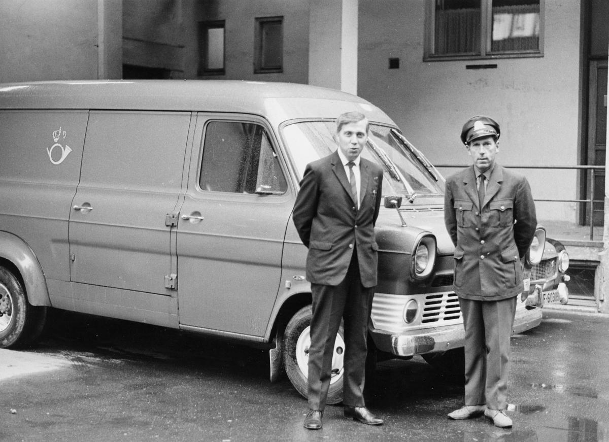 transport, bil, Drammen-Tønsberg, Ford varevogn, postemblem, to menn