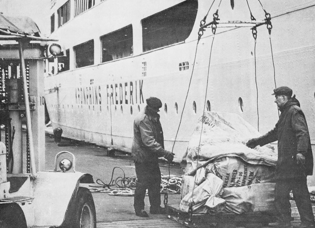 transport båt, Kromprins Fredrik, lasting, lossing, to menn
