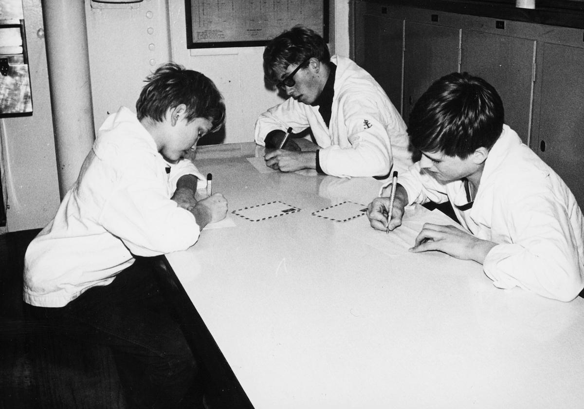 transport, båt, Christian Radich, tre gutter, skriver brev