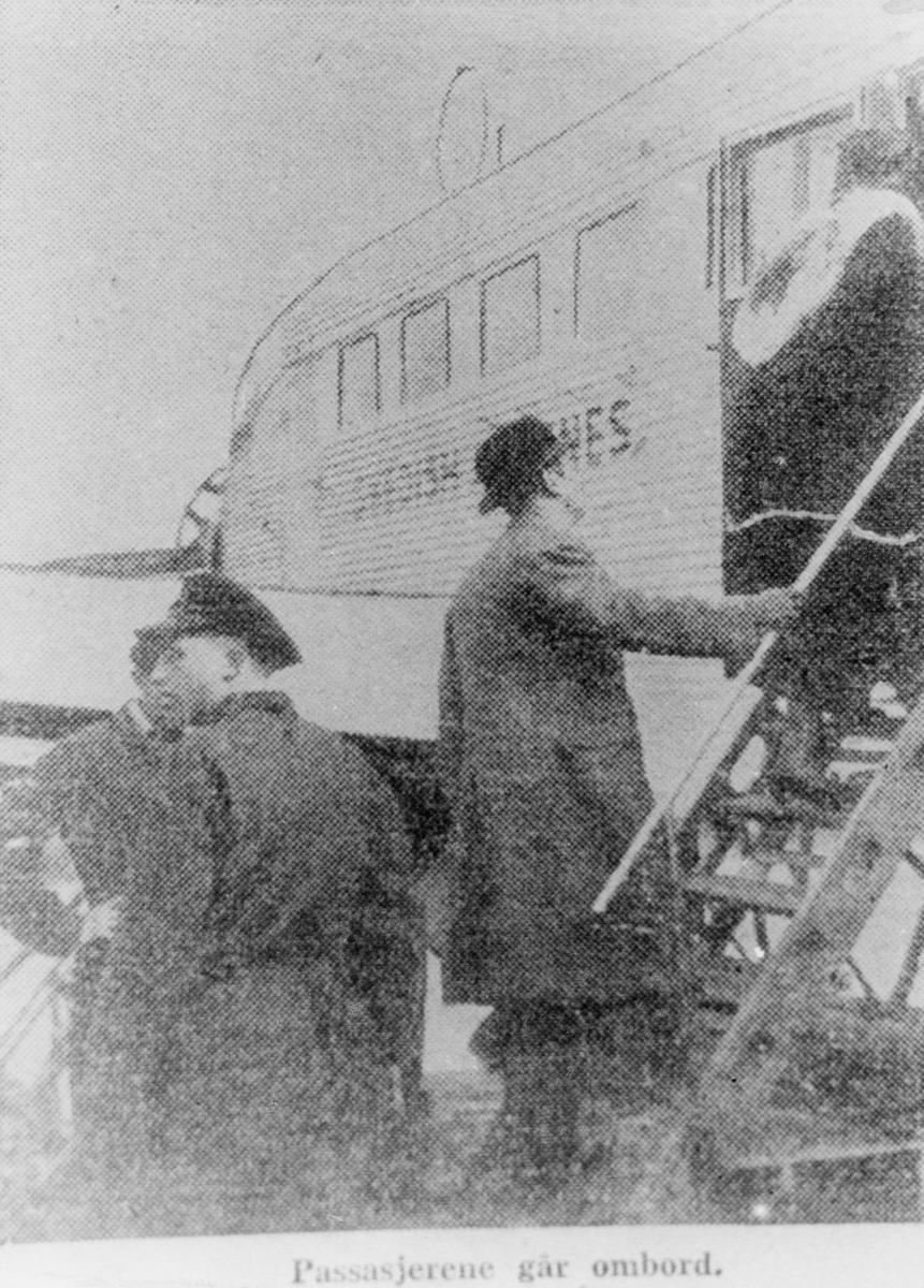 transport, fly, eksteriør, ABA's fly, Gressholmen,på bakken, passasjerer
