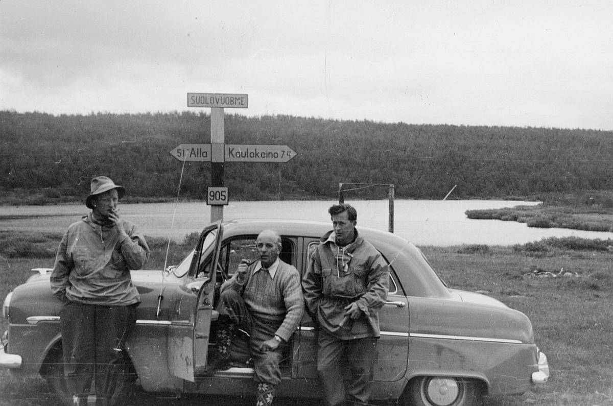 person, distriktssjef W. Tønnessen, distriktssekretær H. Johansen, postmester Evald Nilsen, eksteriør, Suolovuobme