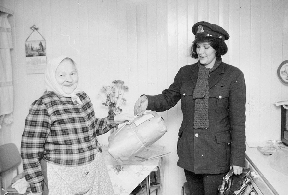 landpostbud Anne Lise Johansen, Eline Pedersen, Ramfjordbotn, pakke, interiør