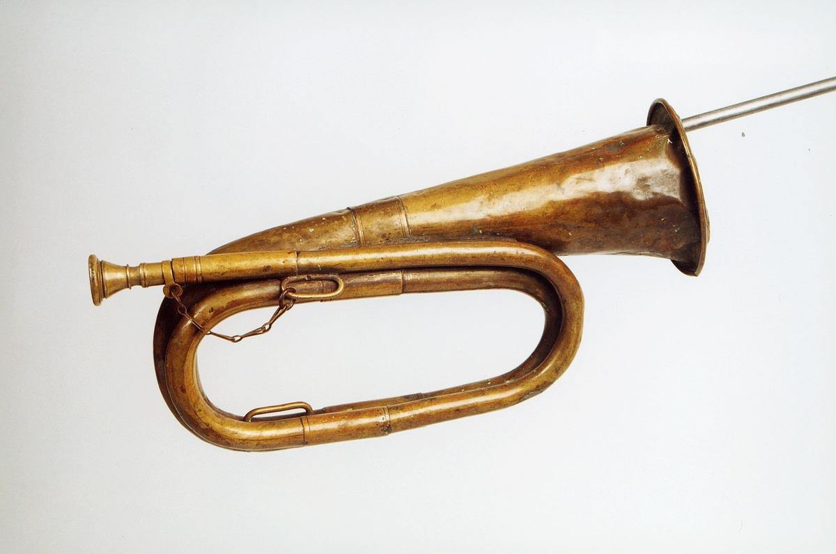 Postmuseet, gjenstander, posthorn, trompettype, lenke, tuten er brettet.