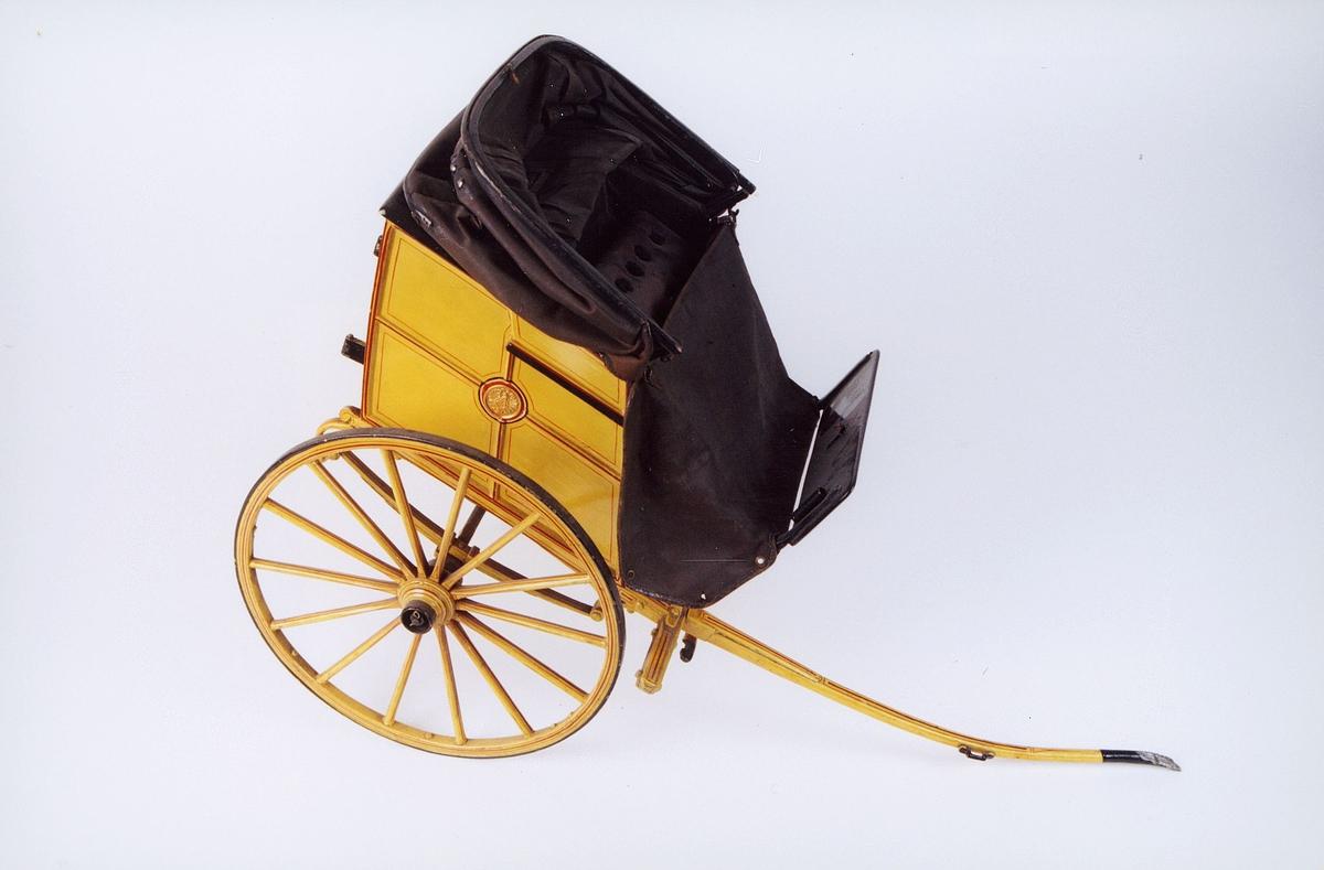 Postmuseet, gjenstander, vogn, postvogn med to hjul, modell.