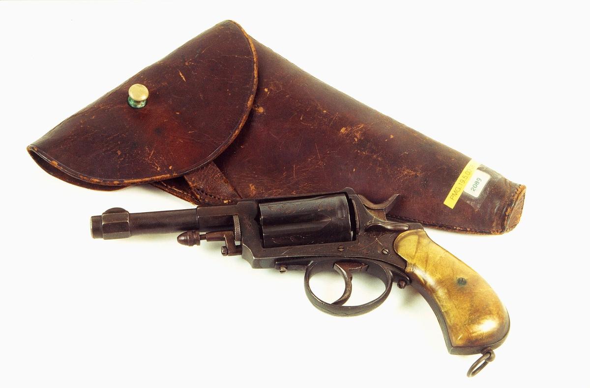 postmuseet, gjenstander, våpen, våpentilbehør, revolver, selvspennende revolver, revolverfutteral, futteral, hylster, etui