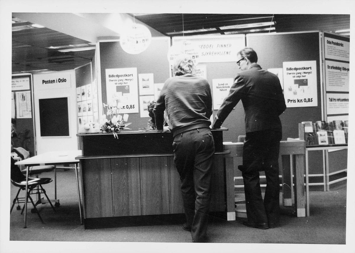 markedsseksjonen, Oslo postgård 50 år, utstilling, Magne Karlsen, mann, filateli