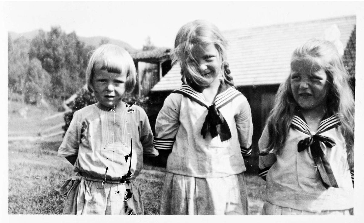Tre jenter, søstre