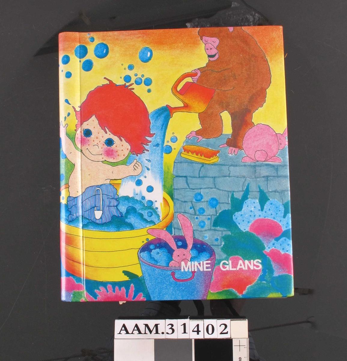 Albumet har dekortegning av badende barn og diverse dyr. Glansbildene har ulike motiver; babyer, barn, dyr, engler, blomster m.m.