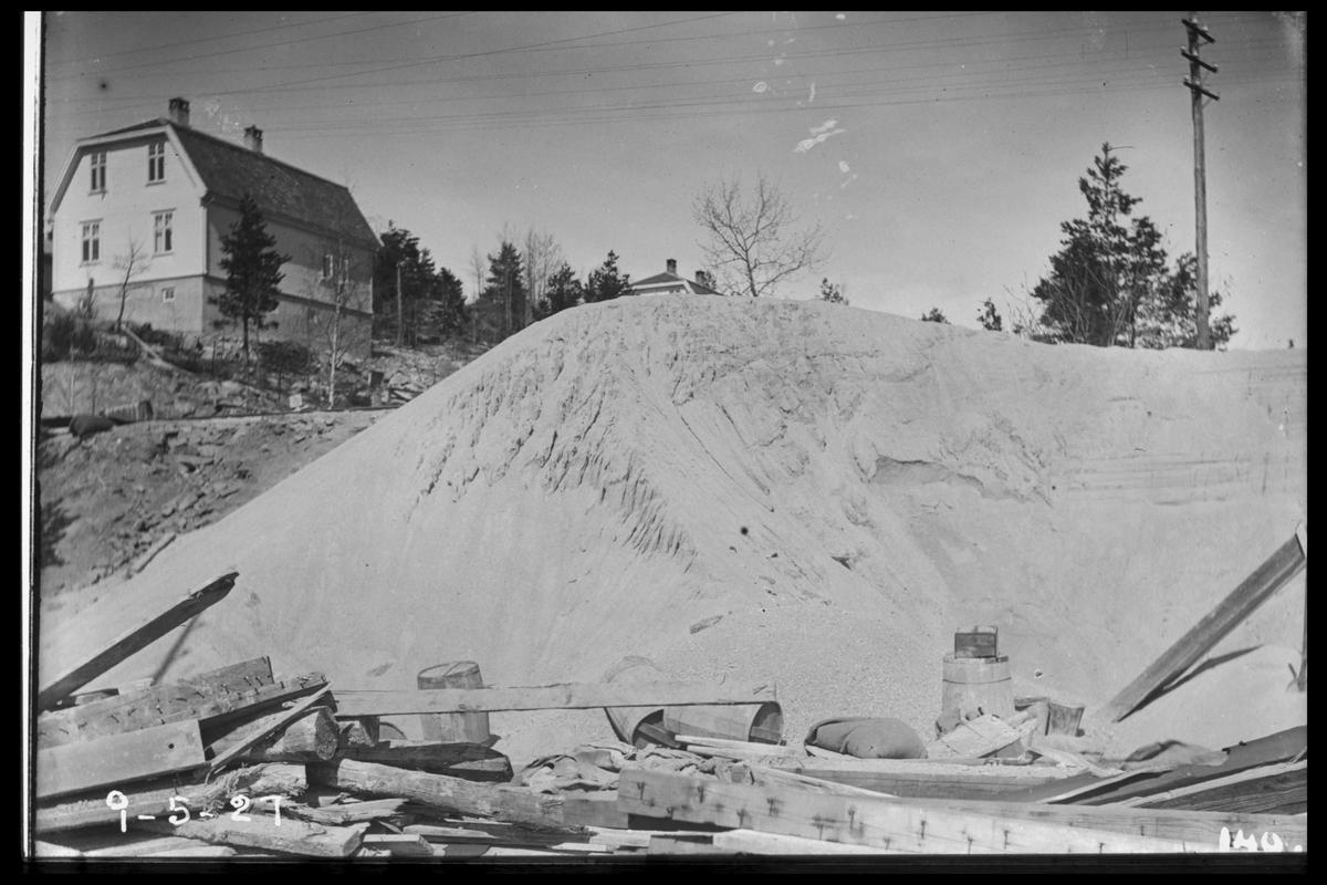 Arendal Fossekompani i begynnelsen av 1900-tallet CD merket 0470, Bilde: 52 Sted: Flaten Beskrivelse: Hus vest og sand fra Bjorevja sandtak