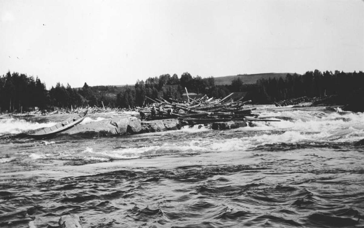 Tømmerfløting i Bingsfossen.