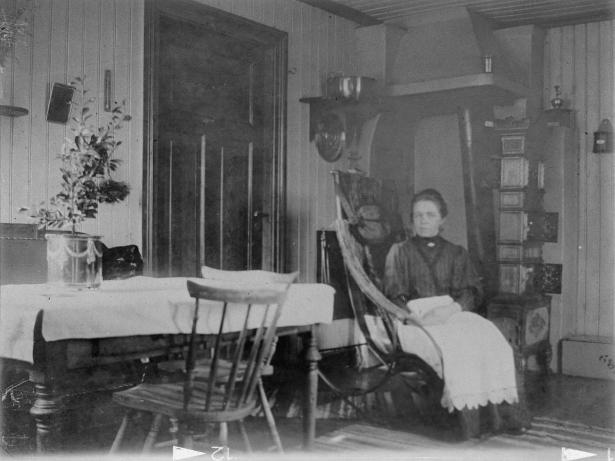 Interiør av kjøkken på Skjønberg ovn, dør, møbler m.m.
