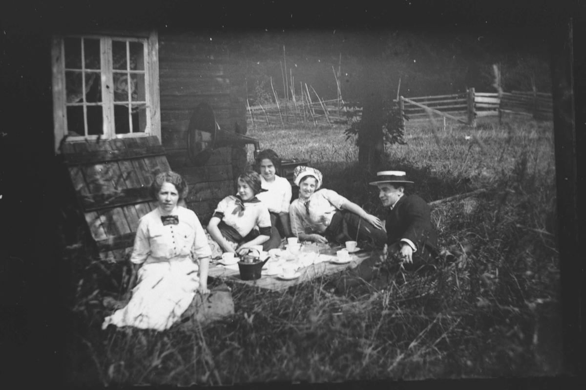 Ungdomsgjeng samlet i hagen