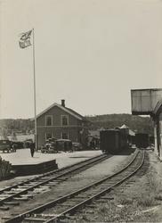 Bjørkelangen stasjon med blandet tog.